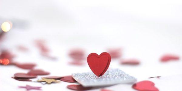 「失恋から早く立ち直る方法は?」心理学研究でわかっていること